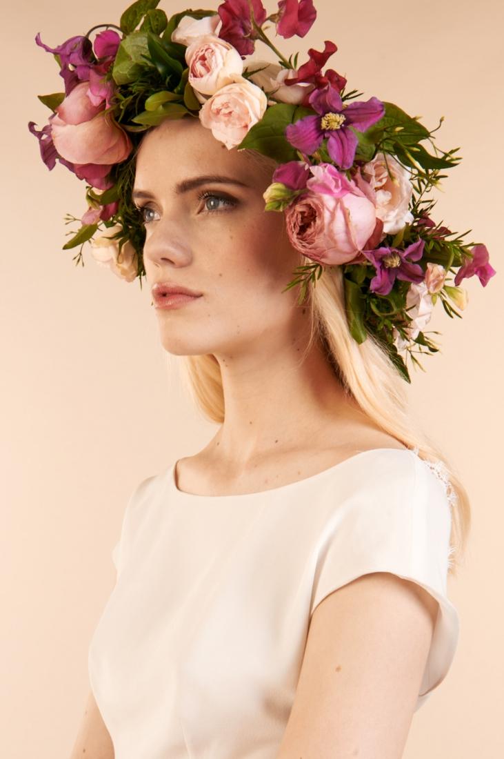 Robe de mariee couronne de fleurs Printemps Mariage Maria Luisa l La Fiancee du Panda blog mariage