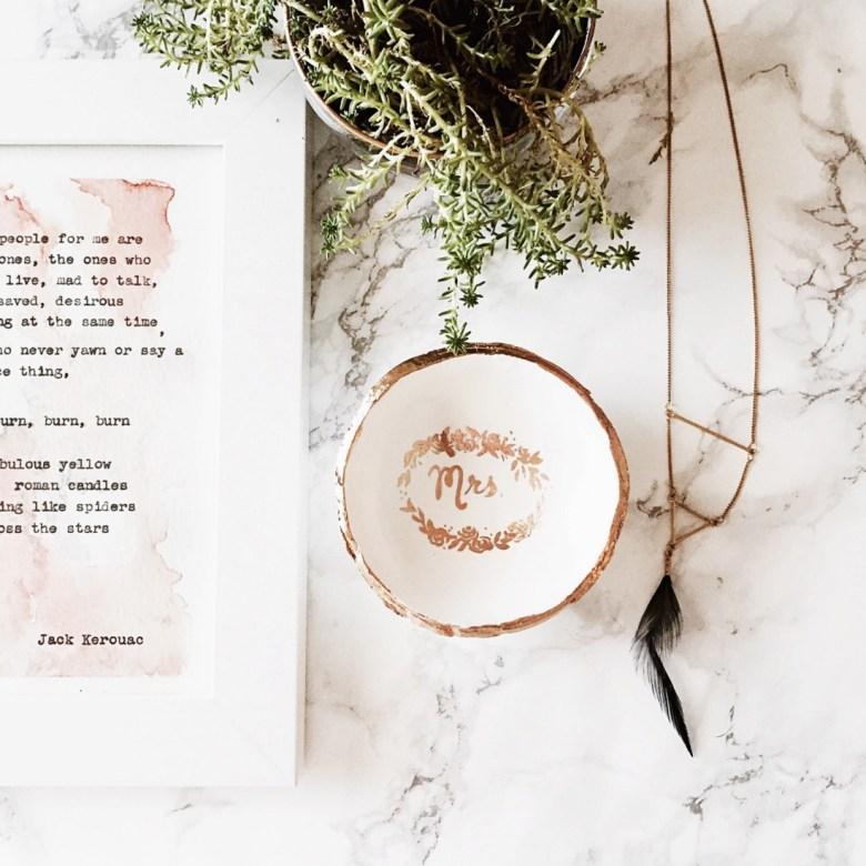 Coupelle pour vos alliances en ceramique doree Etsy l La Fiancee du Panda blog mariage