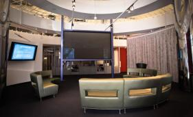 Our Brain Lobby is a gateway to a world of learning and discovery. A light and airy place to take a meeting, relax and eat a snack, check your email using our high speed wifi or watch movies and TV on our giant 12 foot Stewart Filmscreen StarGlass display.
