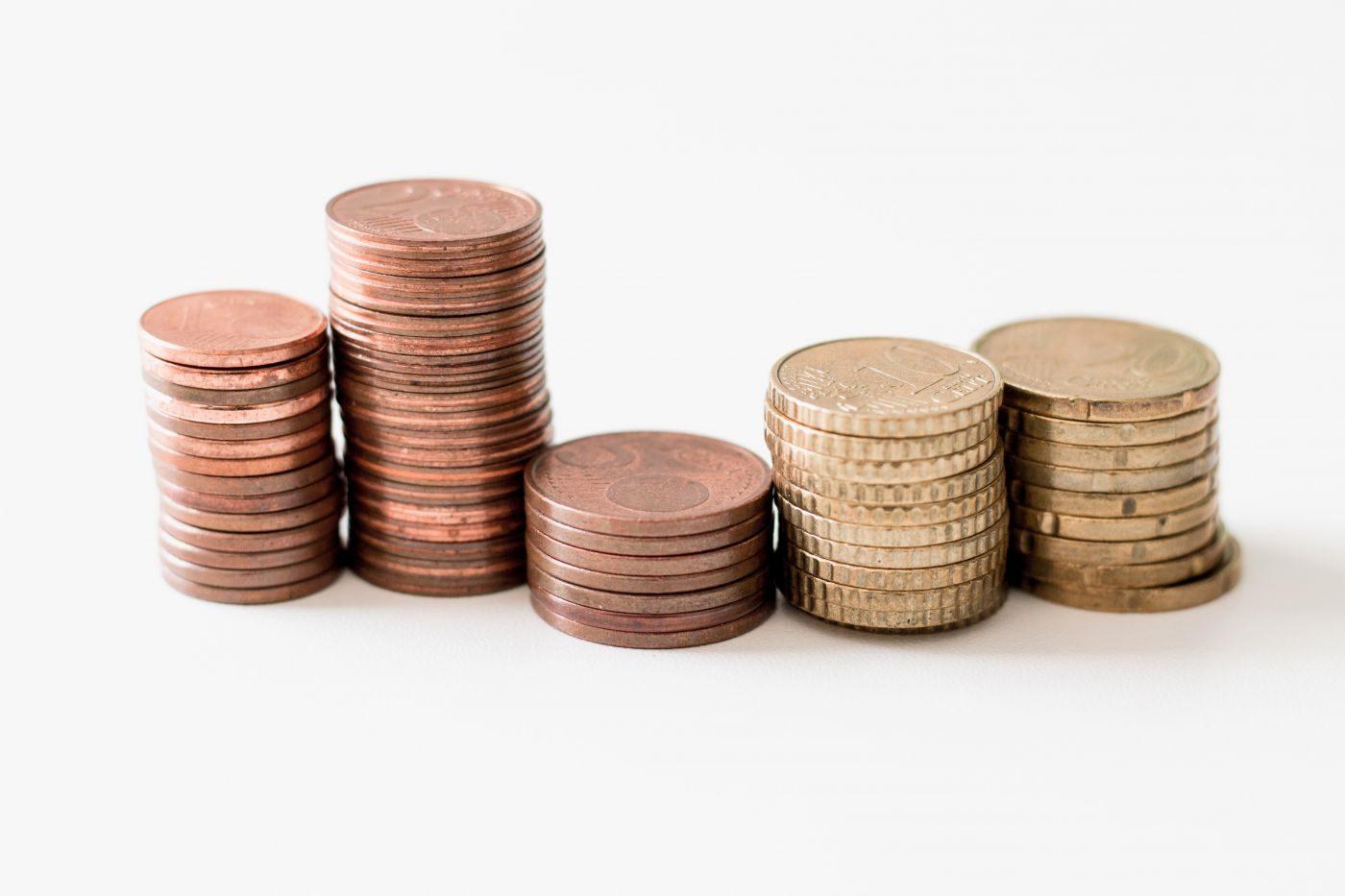 piles de pièces qui expliqent le fonds de roulement (FR)