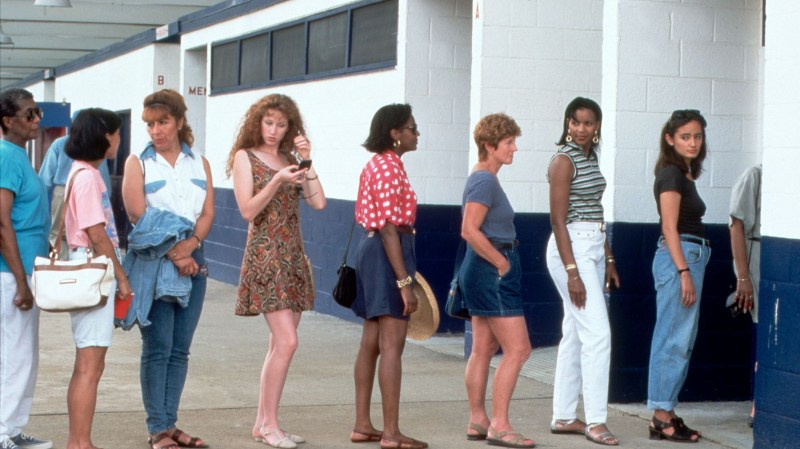 fila di donne