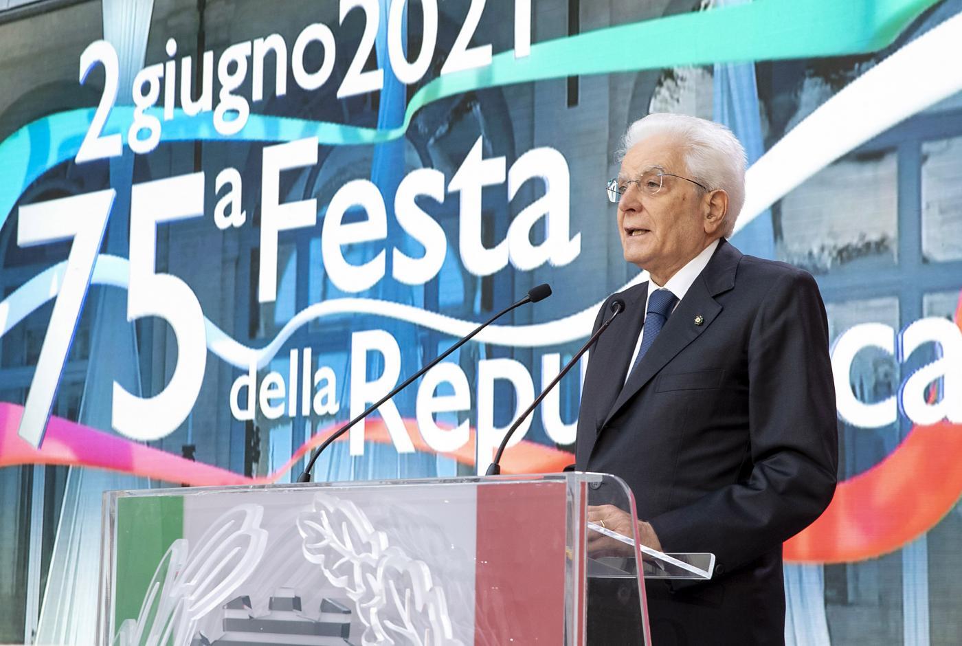 Mattarella e la Festa della Repubblica (ma solo delle donne)