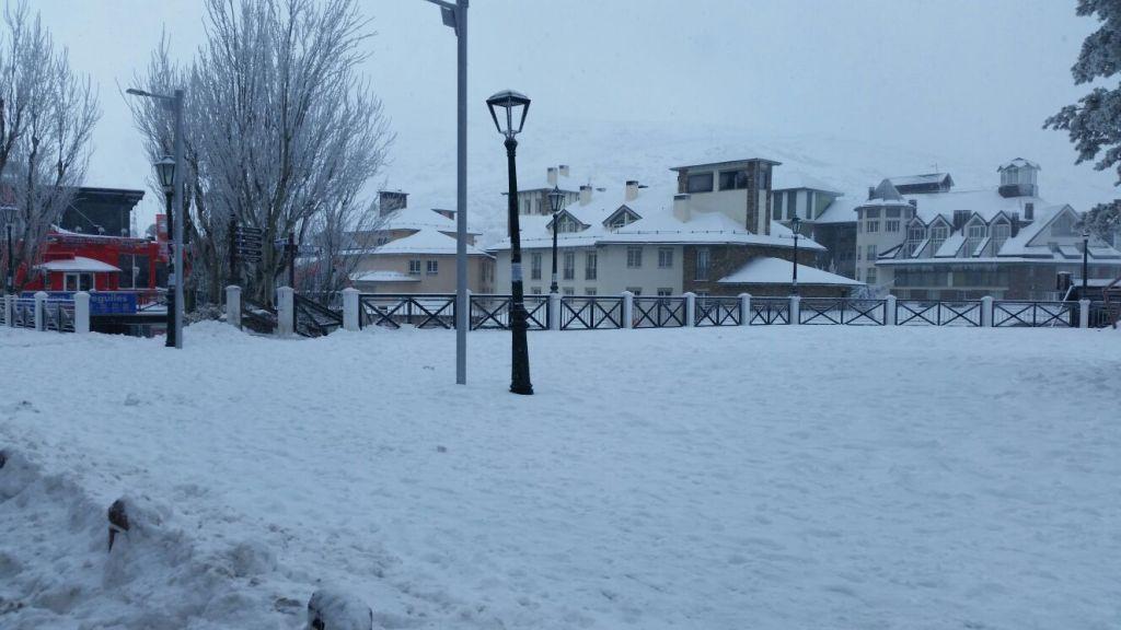 sierra nevada con nieve, restaurante la fondue de noa
