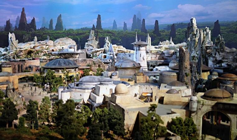 Disney anuncia la apertura de su parque Galaxy`s Edge y entrevista con Emilia Clarke