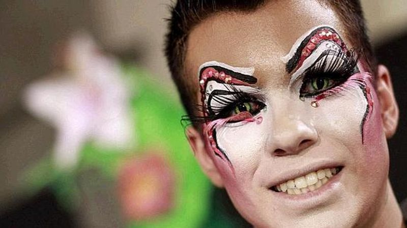 En Carnaval disfraza tus ojos con seguridad