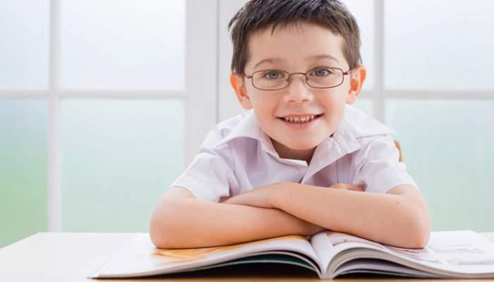 Niños bien corregidos visualmente - portada