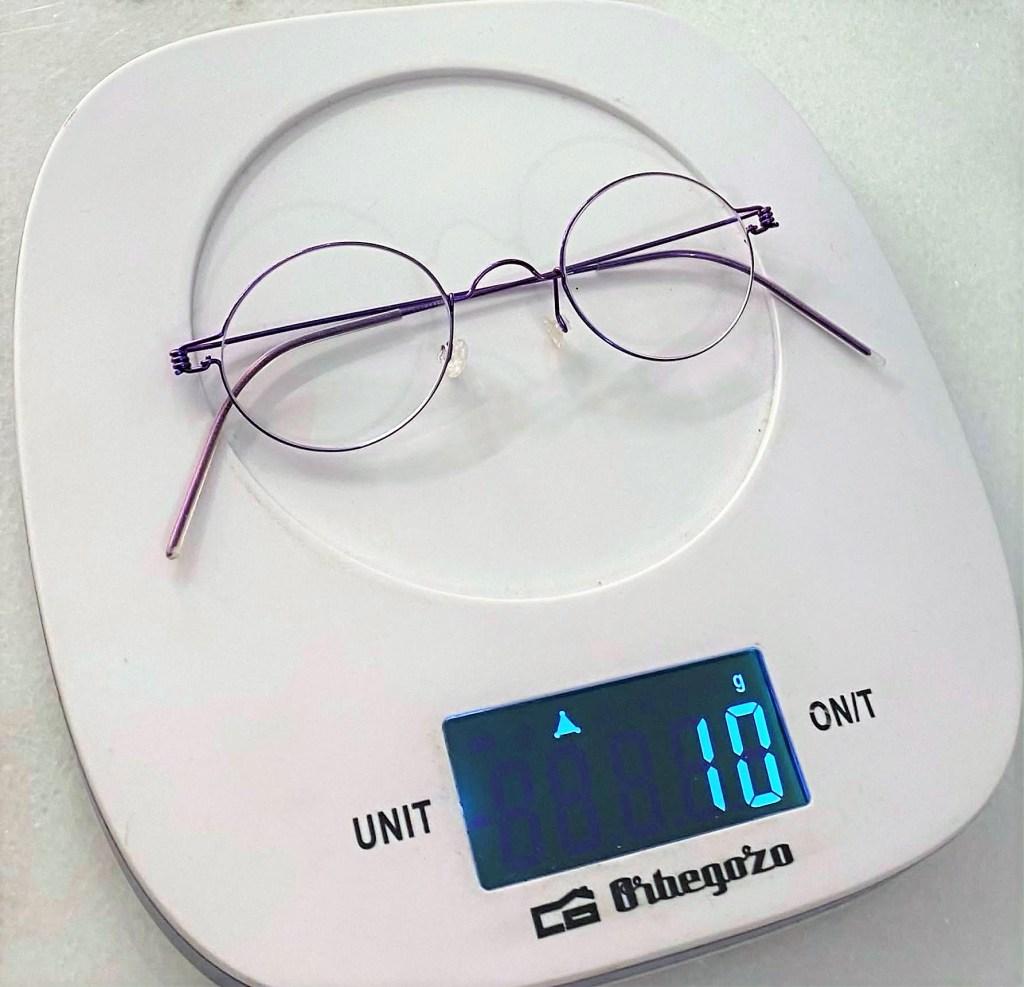 El peso de tus gafas.