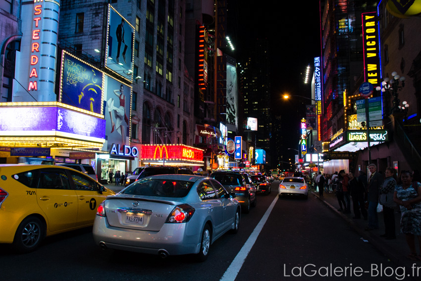 rue a time square le soir