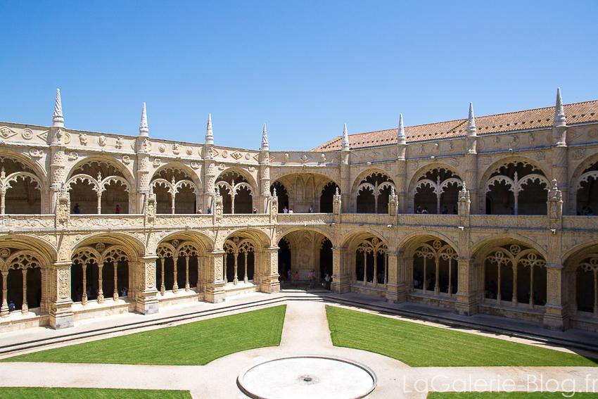 vue de la cour Monastère des Hiéronymites