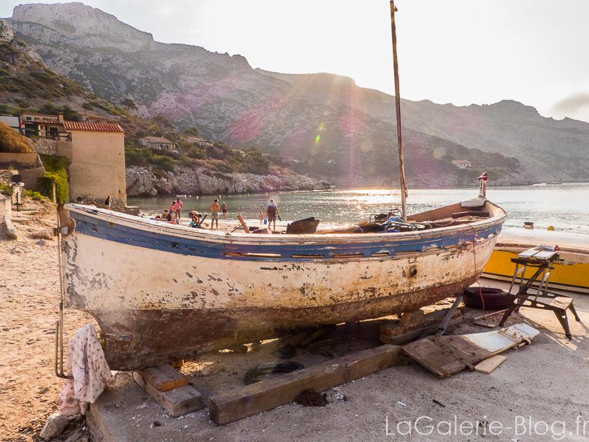 barque sur la place de sormiou