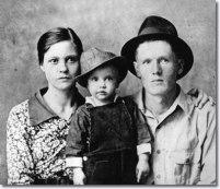 Gladys, Elvis et Vernon Presley en 1937