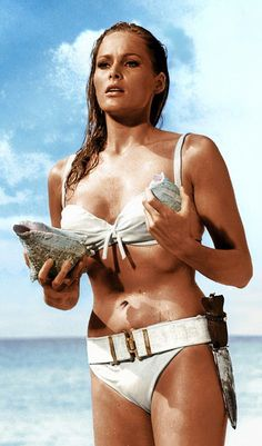 "Ursula Andress dans ""James Bond contre Dr No"""