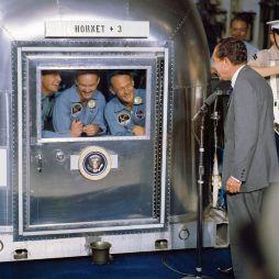 Le President_américain Nixon au retour des 11 astronautes de la mission Apollo 11 en 1969