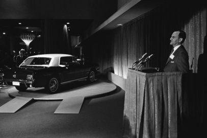 Présentation de la Ford Mustang par Lee Iacocca à la Fore internationale de New York