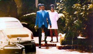 Elvis suivi de Priscilla à Palm Springs
