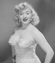 """Virginia Ruth Egnor dit """"Dagmar"""" vedette de la télévision américaine des 50's qui a inspiré, allez savoir pourquoi, le pare-choc de la Wilcat II."""