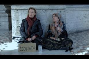 Daniela Poggi e Rosaria De Cicco in una scena de L'Esodo