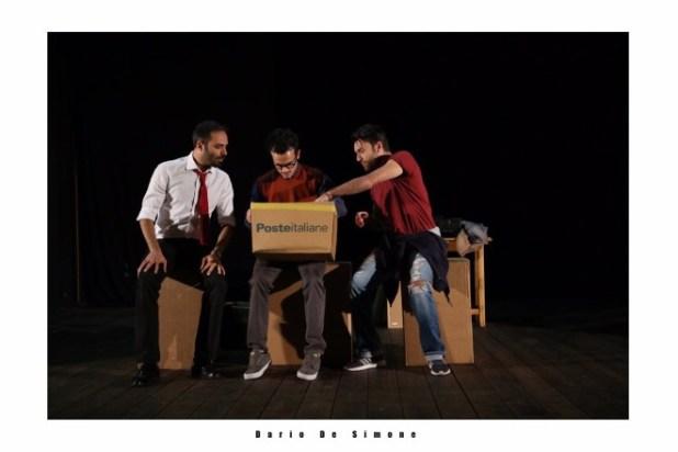 Ciro Esposito, Ivan Boragine e Salvatore Catanese in Sotto lo stesso tetto. Foto di Dario De Simone.
