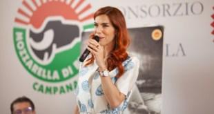Veronica Maya all'evento Pastiera 4