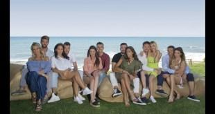 Coppie di Temptation Island 6- da SX Sabrina e Nicola - Jessica e Andrea - Ilaria e Massimo - Nunzia e Arcangelo - Katia e Vittorio - Cristina e David