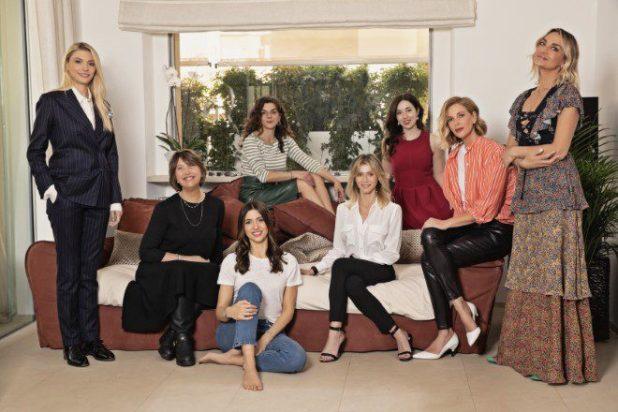 Alessia Marcuzzi con il team in rosa de La Pinella. Foto da Ufficio Stampa