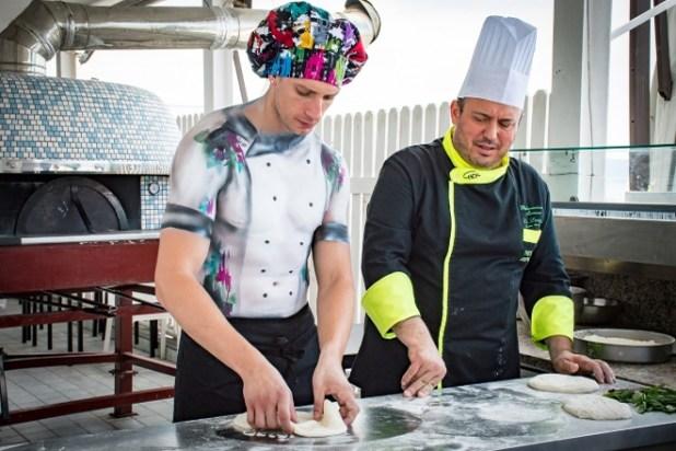 Mirco Di Centa con il pizzaiolo Palmerino Mazza
