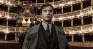 Lino Guanciale al Teatro San Carlo per Il Commissario Ricciardi. Foto di Anna Camerlingo