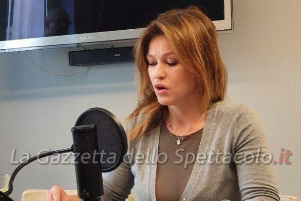 Yuliya Mayarchuk durante il doppiaggio di Voci di Donne