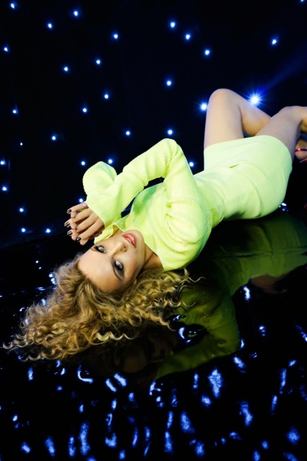 Kylie Minogue per A Second to Midnight