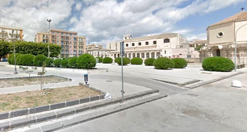 Siracusa, giallo in piazza Santa Lucia: trovato morto 45enne, si era  allontanato da comunità - La Gazzetta Siracusana