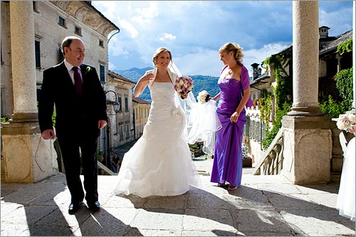 Matrimonio In Viola : Bouquet per sposa con rose bianco e lilla