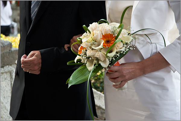 bouquet con calle e gerbere arancio