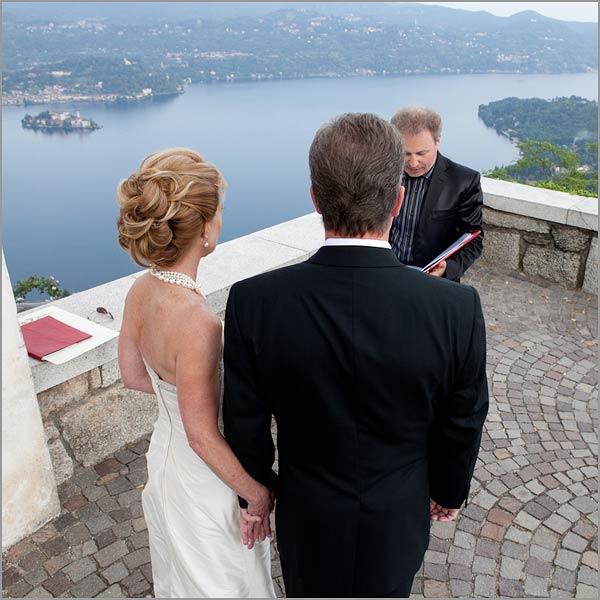 Matrimonio Simbolico All Estero : Cerimonia matrimonio simbolico all aperto sul lago d orta