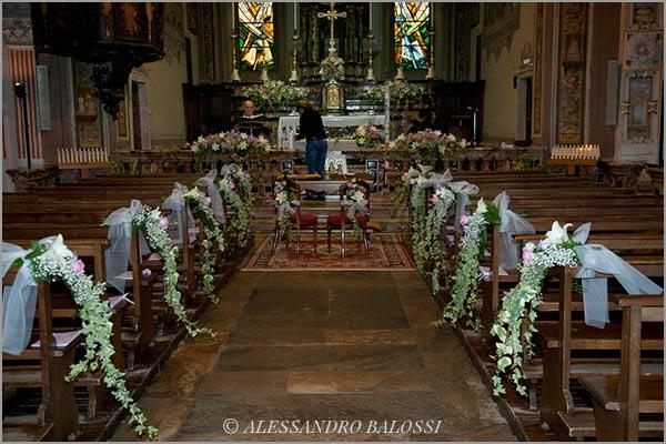addobbi floreali in chiesa Lago d'Orta
