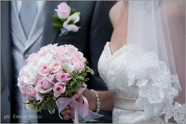 bouquet sposa rosa confetto