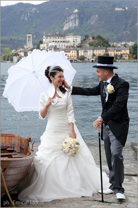 abito da sposa con inserti lilla