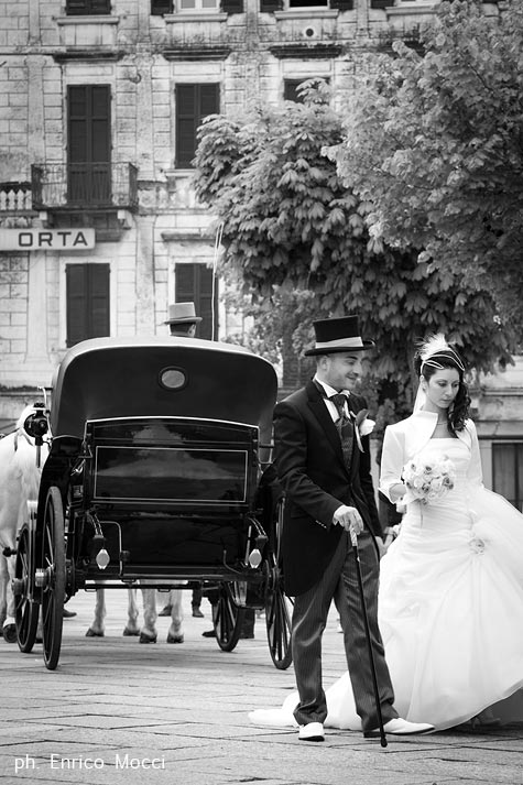 Matrimonio In Carrozza : Matrimonio in abito da sposa vintage al lago d orta