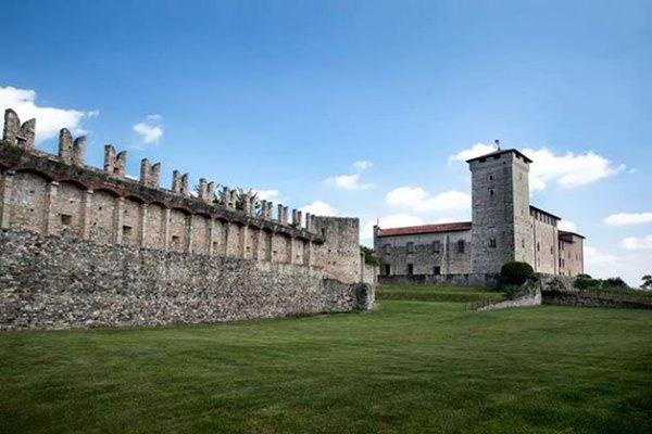 Matrimonio In Un Castello : Matrimonio alla rocca di angera