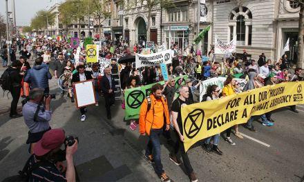 """Les manifestants de """"Extinction Rebellion"""" acquittés des dommages criminels en invoquant la défense de nécessité"""