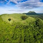 Partenaire du gîte location de vacances la grange des puys, le panoramique des Dômes vous offre une vue imprenable à 360° des volcans endormis de la Chaîne des puys