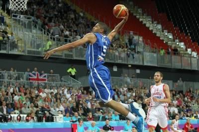Nicolas Batum au dunk