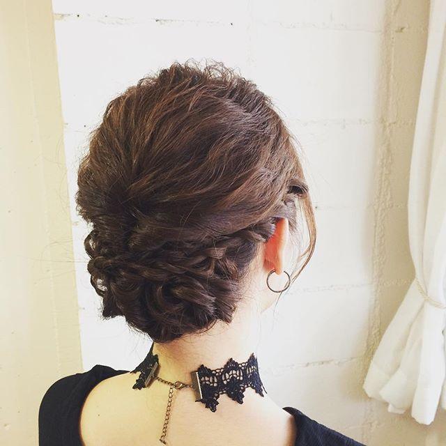 明るい髪は立体感が出しやすいのでセットしていて楽しいです!ロープ編みでクラシカルに#laguhair #覚王山#美容院#ヘアーセット#ヘアーアレンジ#ロープ編み#ハイトーン