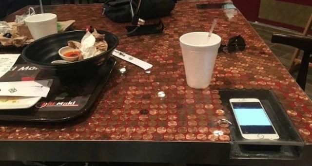 celular en mesa