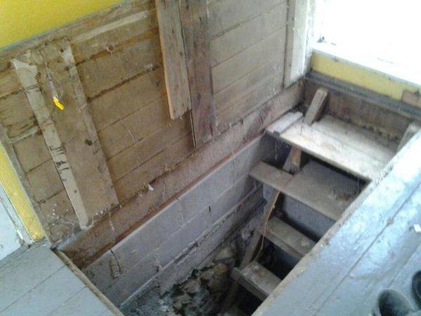Cosas siniestras en casas viejas escaleras