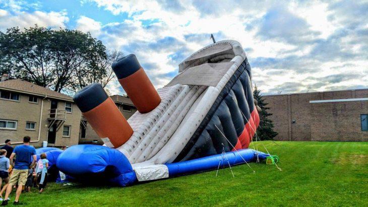 Malas ideas bien ejecutadas brincolin titanic