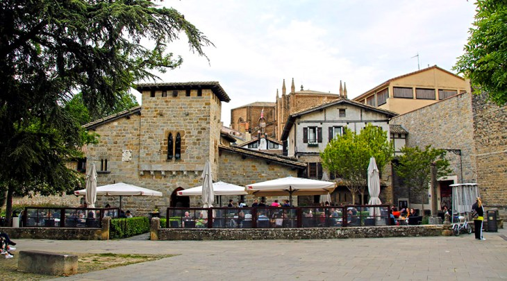 Caballo Blanco – La Guía de Pamplona
