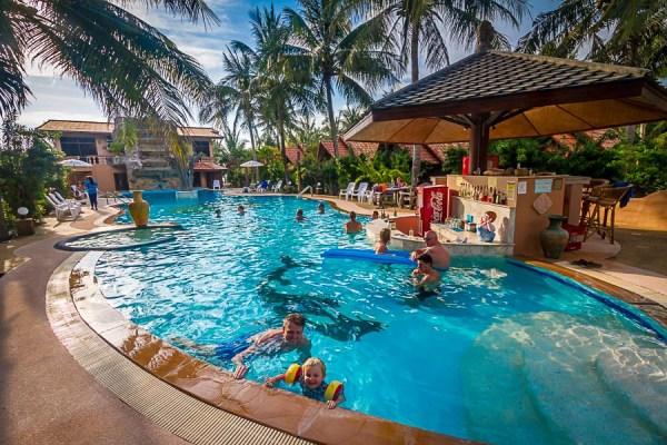 Poolbar and Beachbar - Laguna Beach Club Resort - Koh Lanta