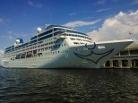 Many people might wonder why all the fuss by the arrival of the Adonia at Havana Harbor, on May 1, 2016. After all, the arrival of cruise ships is nothing new in the Cuban capital (in 2015 alone, European cruises brought approximately 20,000 passengers). But the answer is very simple: it is the first one to come from the United States after more than half a century. Word says that it will come on a biweekly basis and this seems to be yet another sign that the detente announced by President Obama is possible. This, of course, fed the usual curiosity of Habaneros.