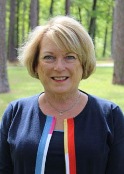 Pam Nichols :