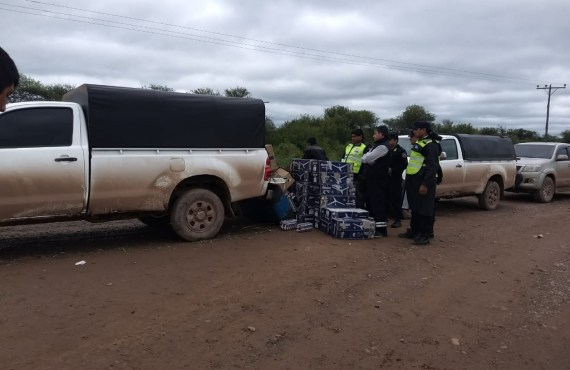 Incautan mercadería ilegal que eran transportados en cinco vehículos